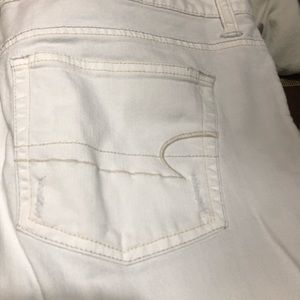 American Eagle boyfriend cut white stretch jeans